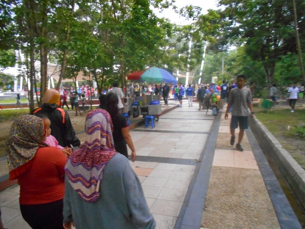 Menyehatkan Jasmani Minggu Pagi Taman Kota Kendari Cendana Menikmati Hari