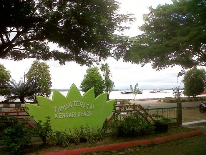 Tenda Sydney Bangku Berjamur Taman Kota Kendari Oleh 14285087001590862889
