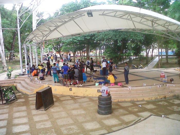 Tenda Sydney Bangku Berjamur Taman Kota Kendari Oleh 14285090792096362759