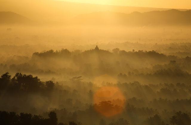 5 Obyek Wisata Alam Magelang Indah Sunrise Punthuk Setumbu Mongkrong