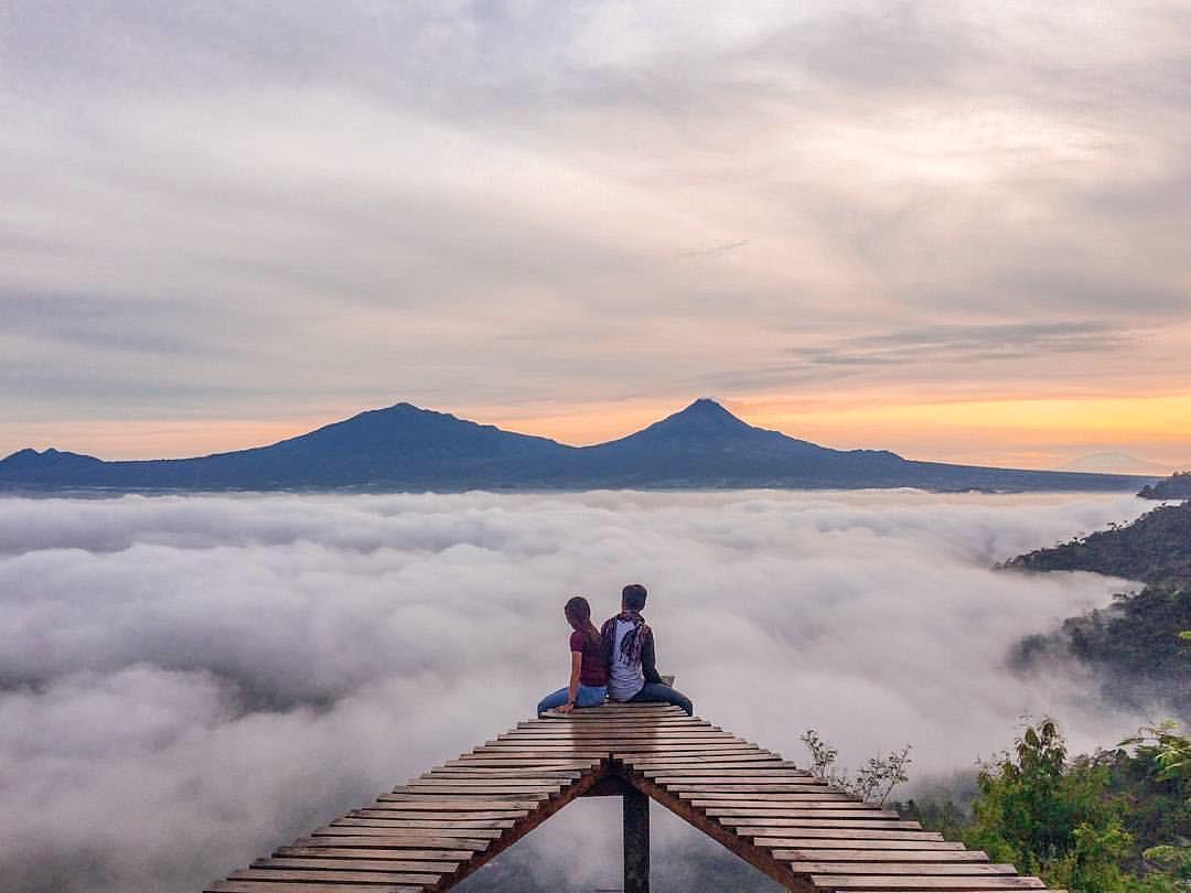 Punthuk Mongkrong Spot Swafoto Magelang Berlatarkan Gunung Sportourism Kota