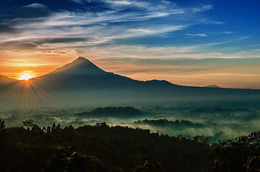 Punthuk Mongkrong Spot Tergres Menikmati Sunset Sunrise Magelang Panorama Fajar