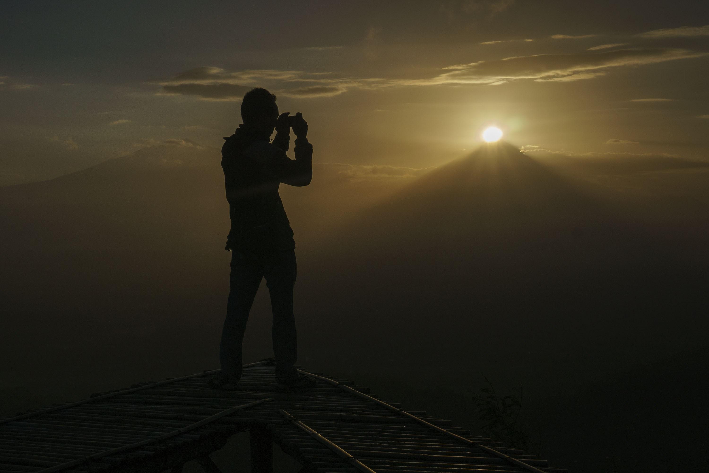 Wisata Alam Punthuk Mongkrong Aktual Terhangat Terpercaya Wisatawan Menikmati Suasana