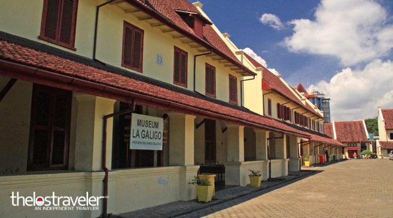 Dua Museum Mencintai Kesunyian Independent Traveler Penjaganya Duduk Atas Kursi
