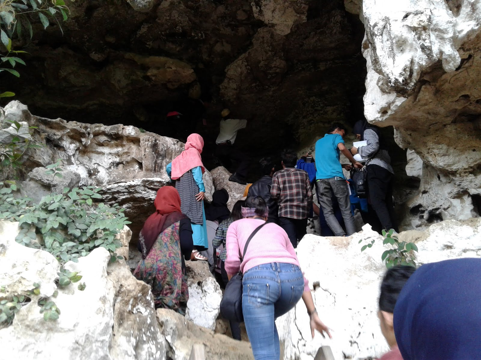 Jejak Sombere Makassar Bagian Pertama Rizka Sitanggang Leang Timpuseng Situs