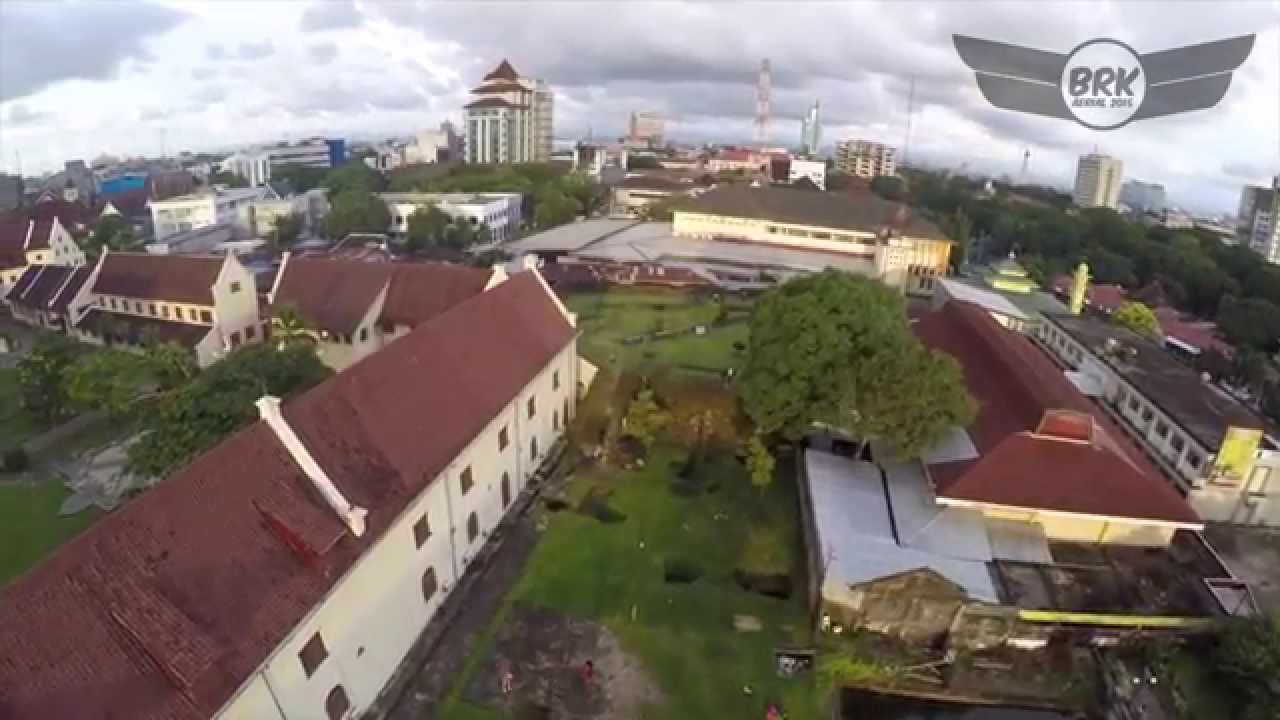 Benteng Fort Rotterdam Makassar Aerial Video Youtube Kota