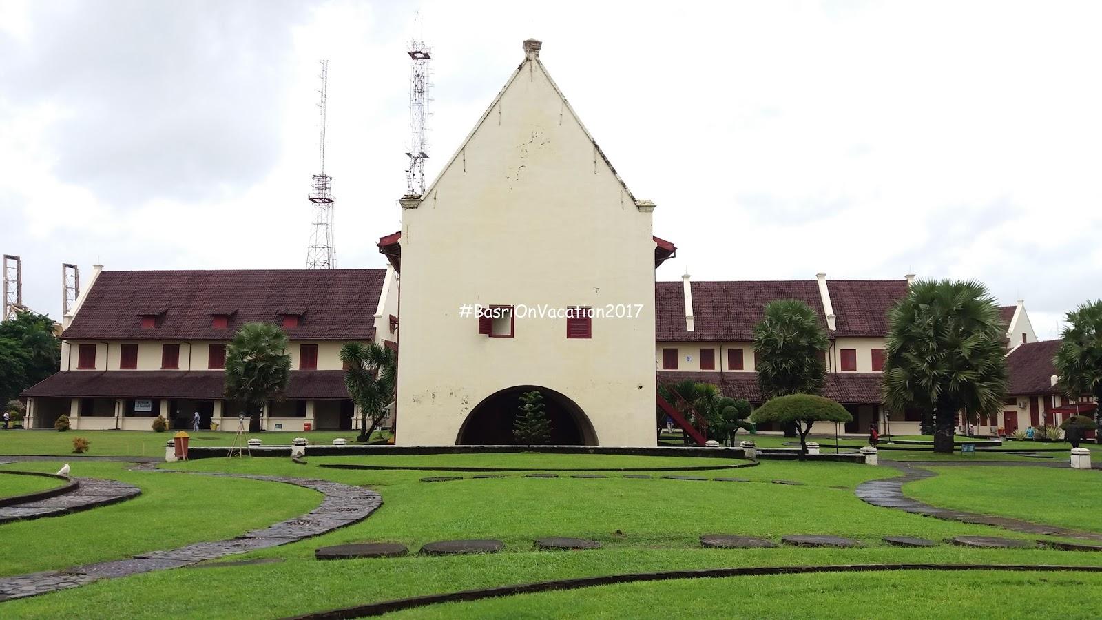 Coretan Waktu Kerja Wisata Sulawesi Selatan Fort Rotterdam Terletak Tidak