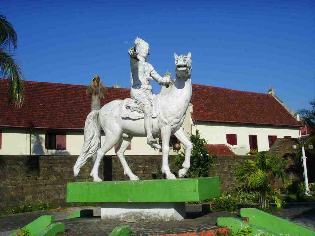 Patung Sulatan Hasanudin Fort Rotterdam Benteng Kota Makassar