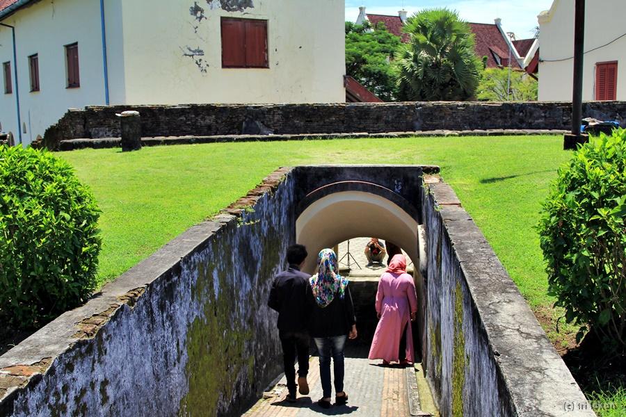 Sejarah Angkernya Benteng Fort Rotterdam Oleh Tri Lokon Bergegas Meninggalkan
