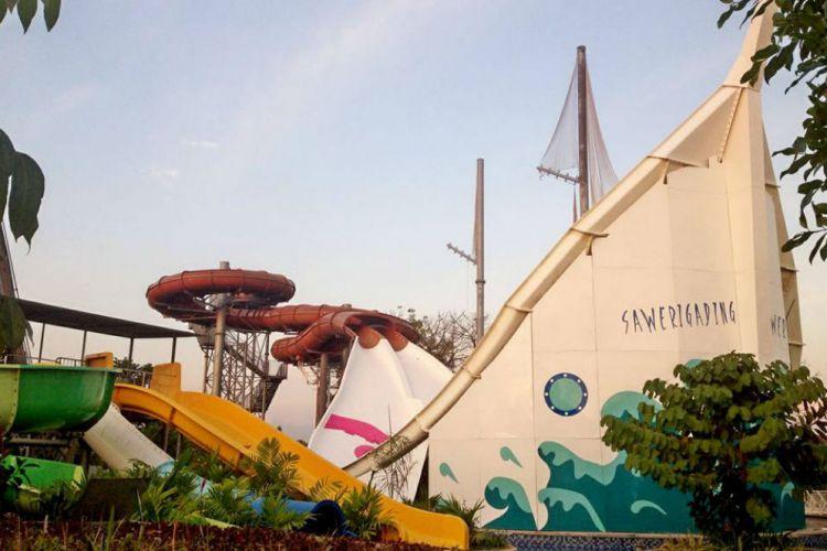 Makassar Merdeka Bugis Waterpark Rasakan Sensasi Meluncur Perahu Phinisi Water