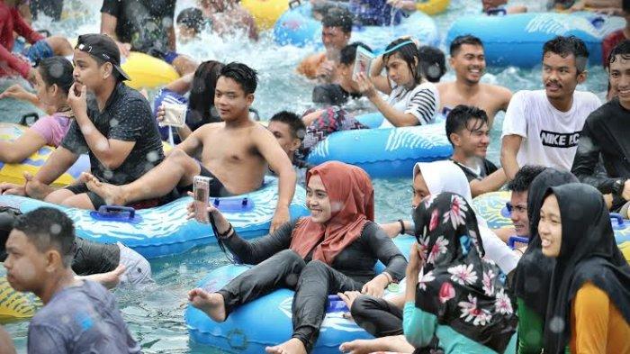 Musik 90 Iringi Pengunjung Bugis Waterpark Sore Tumming Abu Water