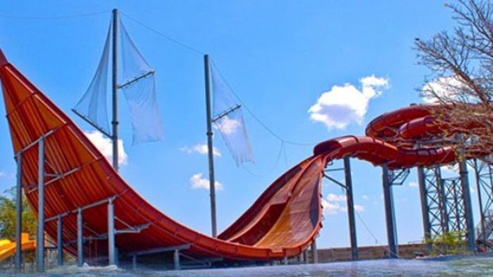 Pertama Dunia Phinisi Slide Hadir Bugis Waterpark Makassar Water Park