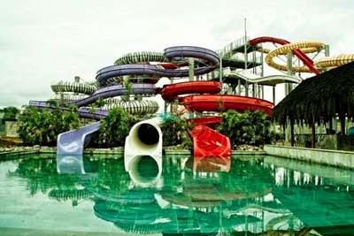 Afni Shane Weekend Makassar Mencoba Bahkan Berendam Air Laut Pantai