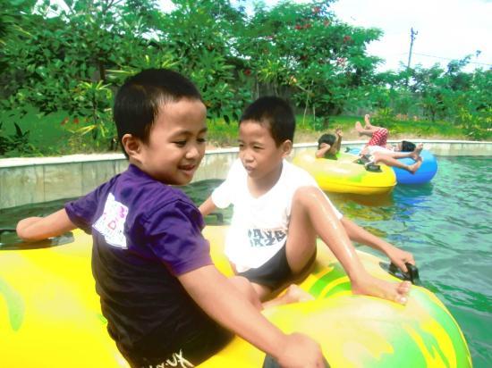 Kolam Arus Gowa Discovery Park Picture Tempat Bermain Nyaman Anak