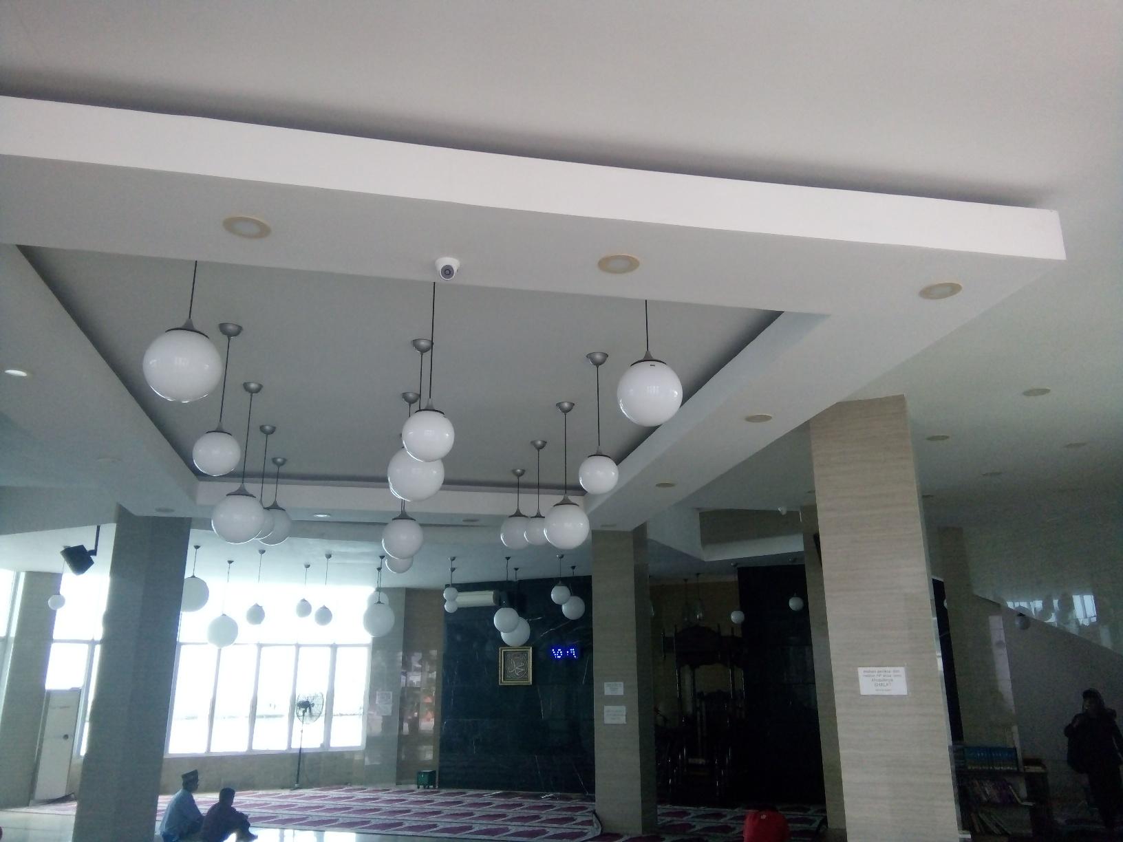 Berwisata Religi Masjid Amirul Mukminin Kota Makassar
