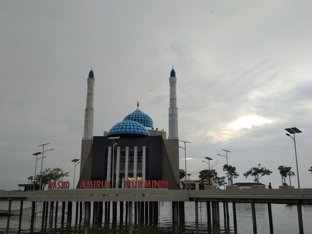 File Masjid Amirul Mukminin Makassar 01 Jpg Wikimedia Commons Kota