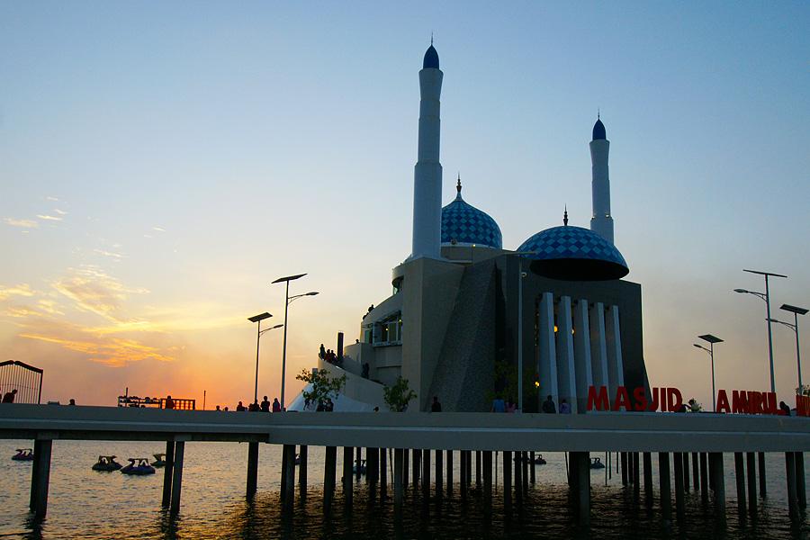 Indonesia 69 Maghrib Masjid Amirul Mukminin Makassar Benyamin Sony Dsc