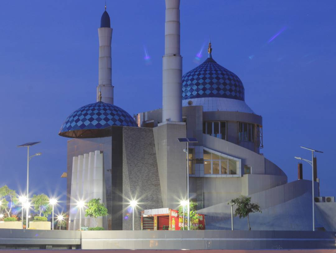 Masjid Amirul Mukminin Makassar Desain Luar Biasa Kota