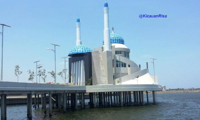 Masjid Amirul Mukminin Terapung Romantis Makassar 1347943152899390738 Kota