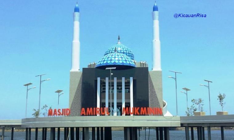 Masjid Amirul Mukminin Terapung Romantis Makassar Kota