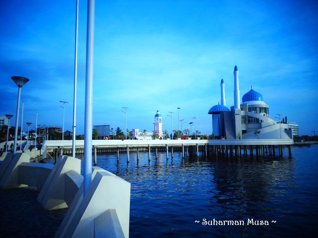 Nawanawa Masjid Amirul Mukminin Makassar Sebenarnya Pantai Losari Tapi Shalat
