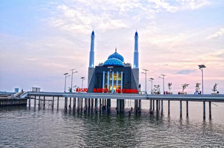 Panorama Keindahan Masjid Terapung Oleh Ayya Kompasiana Amirul Mukminin 5860a30e4b7a61c9065f054a