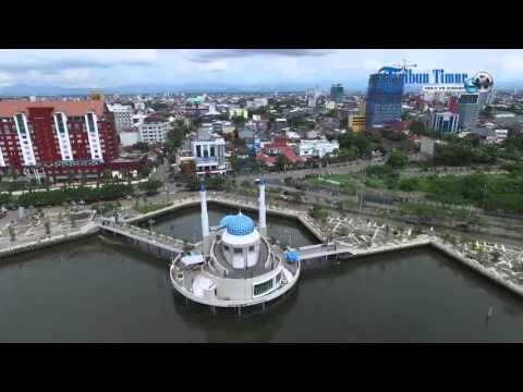 Pesona Masjid Terapung Makassar Udara Youtube Amirul Mukminin Kota