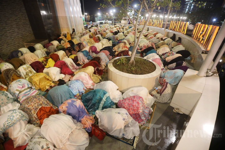 Salat Tarawih Masjid Amirul Mukminin Makassar Foto 6 1751988 20180517