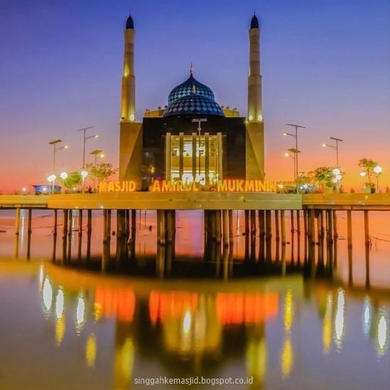 Singgah Masjid Terapung Makasar Amirul Mukminin Malam Hari Foto Dianmtaufik