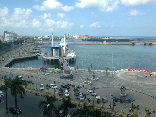 Travel Photo Album Masjid Amirul Mukminin Pantai Losari Makassar Kota
