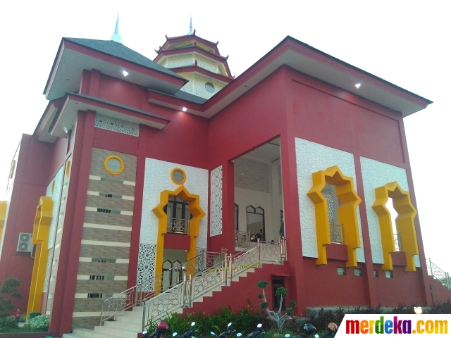 Foto Kemegahan Masjid Muhammad Cheng Hoo Makassar Berarsitektur China Berada
