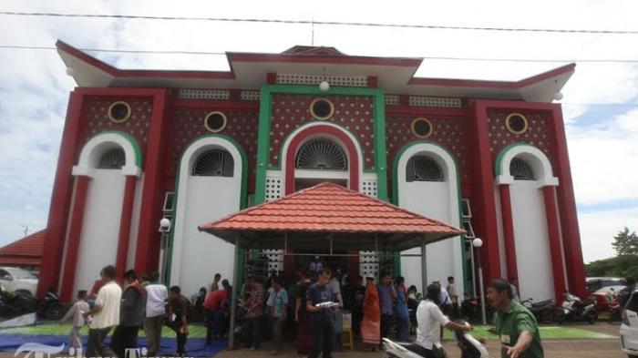 Foto Suasana Masjid Cheng Hoo Tribun Timur 20160701 232128 Jpg