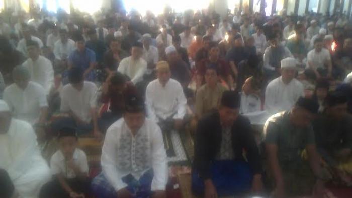 Jemaat Salat Idul Fitri Masjid Cheng Hoo Tanjung Makassar Meluber