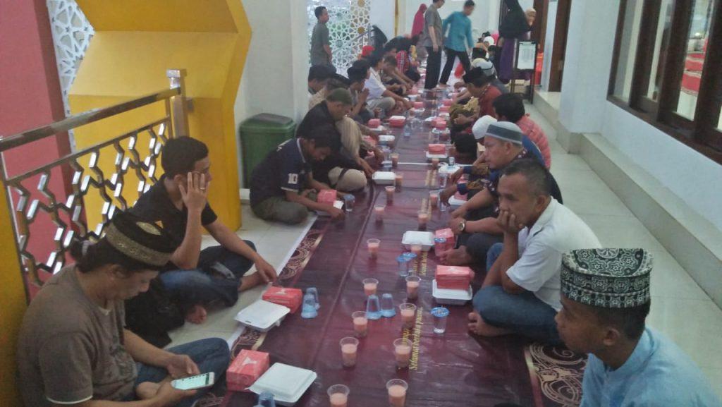 Keakraban Muslim Tionghoa Makassar Berbuka Puasa Suasana Buka Madjid Muhammad
