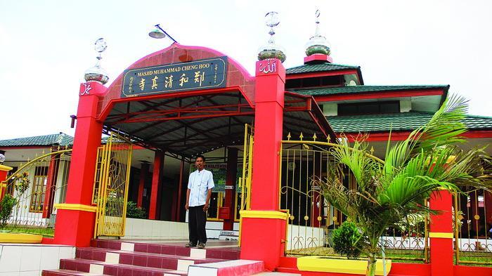 Warna Merah Kuning Jadi Ciri Khas Masjid Cheng Hoo Desa