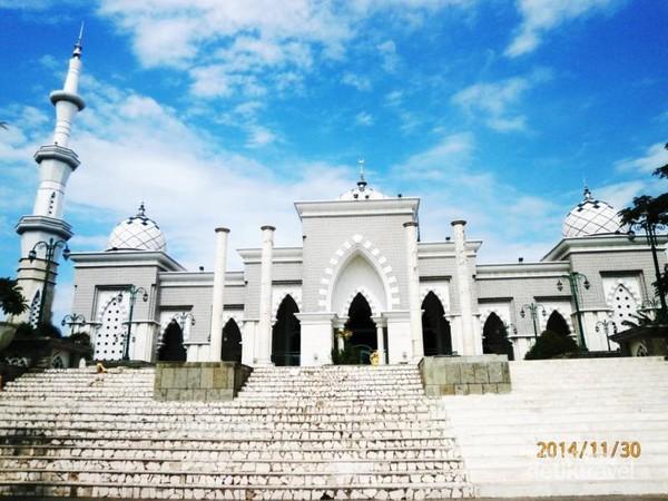 6 Jam Keliling Kota Makassar Bisa Masjid Raya