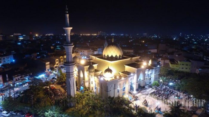 Foto Drone Tarawih Pertama Masjid Raya Makassar Tribun Timur Ribuan