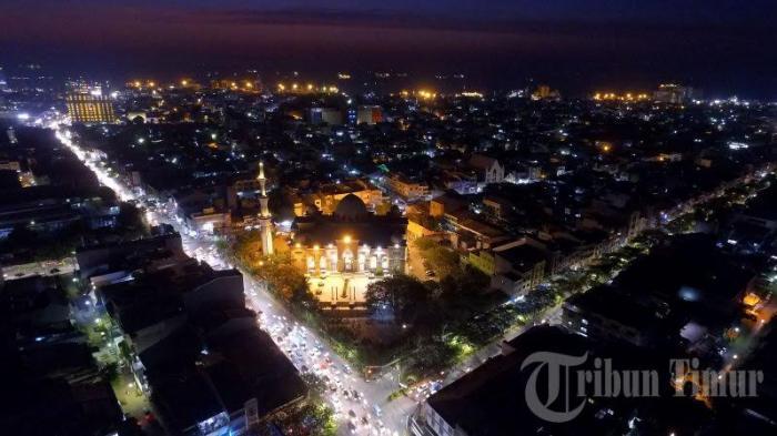 Foto Drone Wow Cantiknya Masjid Raya Makassar Malam Hari Kota