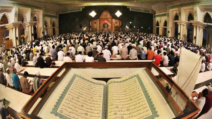 Foto Itikaf Masjid Raya Makassar Tribun Timur Kota