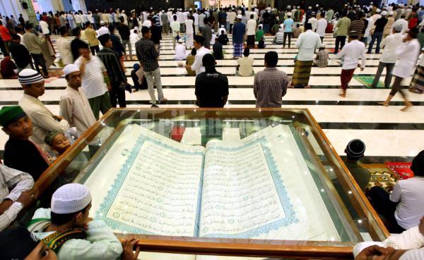 Mahtab Al Quran Masjid Raya Makassar Foto 1 4800 Tribunnews