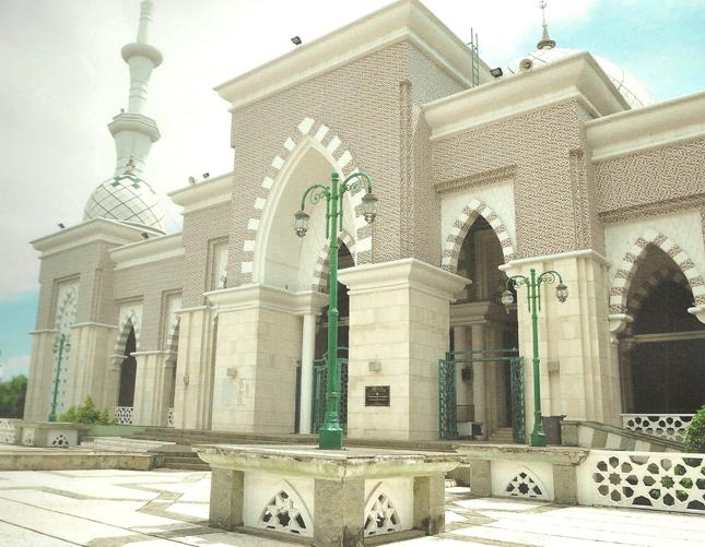 Masjid Raya Makassar Depan Riyadush Sholihin Kota