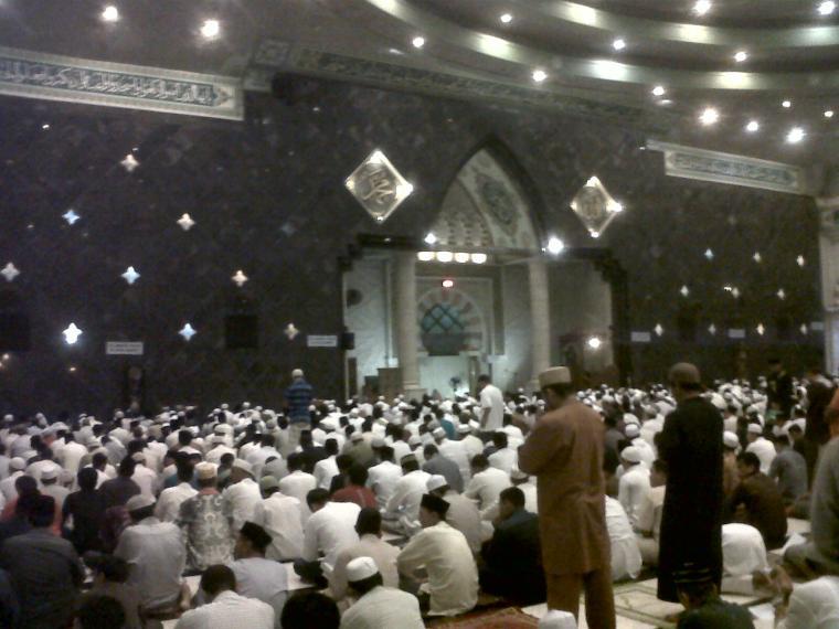 Penyebab Tangis Massal Tengah Malam Ramadhan Mesjid Raya Makassar Masjid