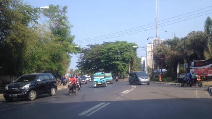Pukul 08 26 Wita Jalan Masjid Raya Makassar Ramai Lancar