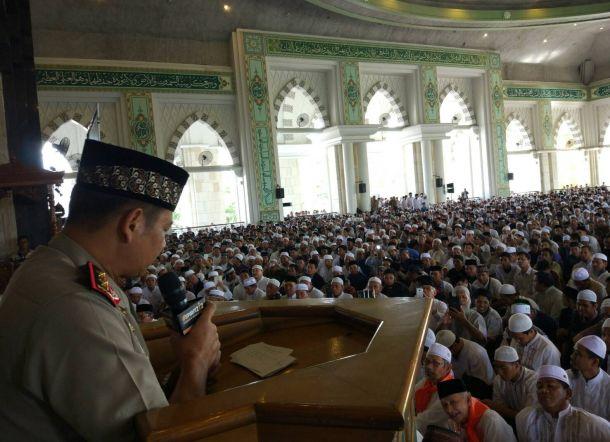 Ribuan Umat Islam Padati Safari 212 Masjid Raya Makassar Berubah