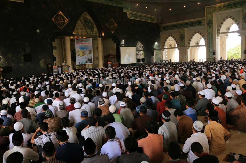 Tabliq Akbar Ratusan Umat Muslim Padati Masjid Raya Makassar Suasana