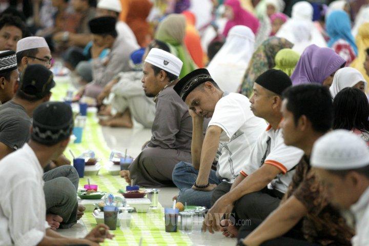 Takjil Buka Puasa Bersama Masjid Raya Makassar Foto 1 1601924