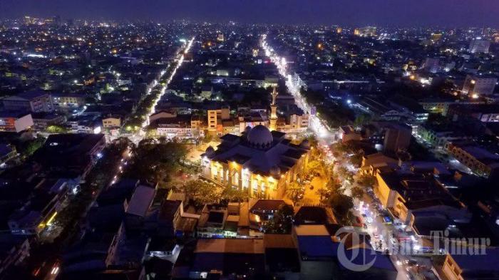 Video Drone Keindahan Sempurna Masjid Raya Bersinar Malam Hari Makassar