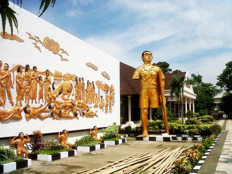 Amanat Soekarno Terhadap Peristiwa 11 Desember Sulsel Oleh Relief Monumen
