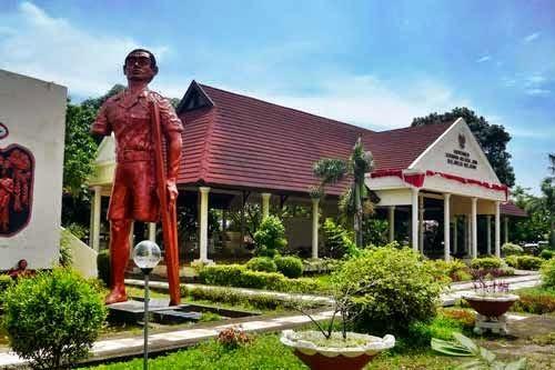 Monumen Korban 40 000 Jiwa Makassar Guide Panduan Wisata 40000