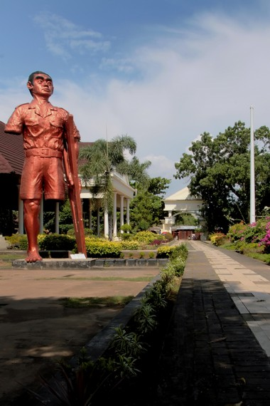 Sejenak Mengenang Kekejaman Raymond Westerling Indonesiakaya Jalan Setapak Kawasan Monumen